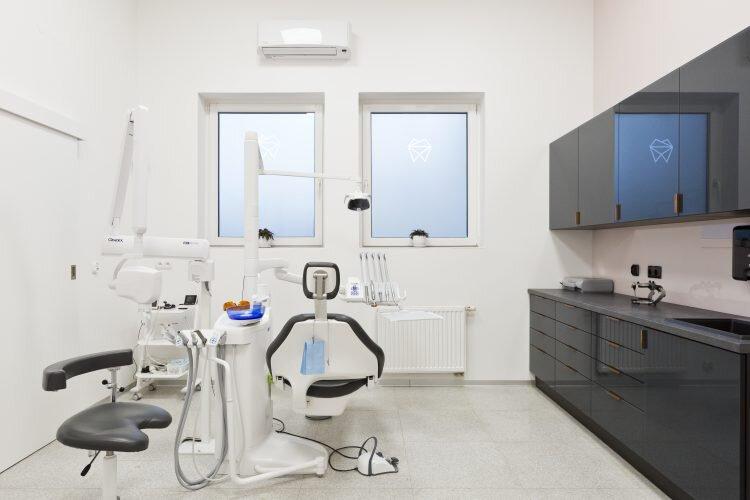 Widok ogólny gabinetu stomatologicznego Platinum (2)